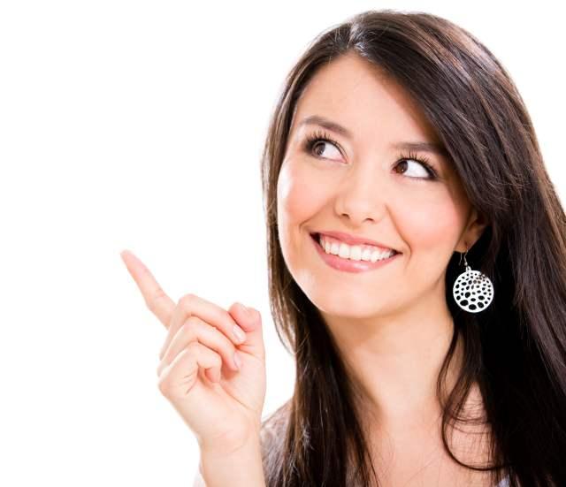 mujer señalando
